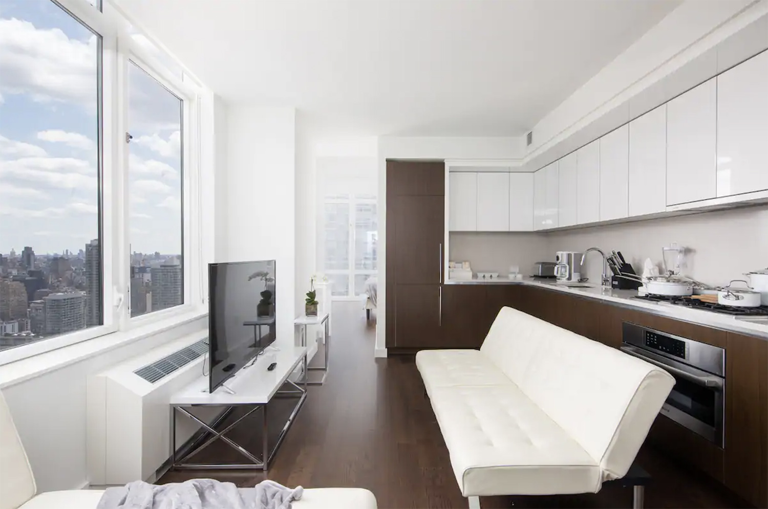 Modern Airbnb NYC Best Views of Times Square New York City