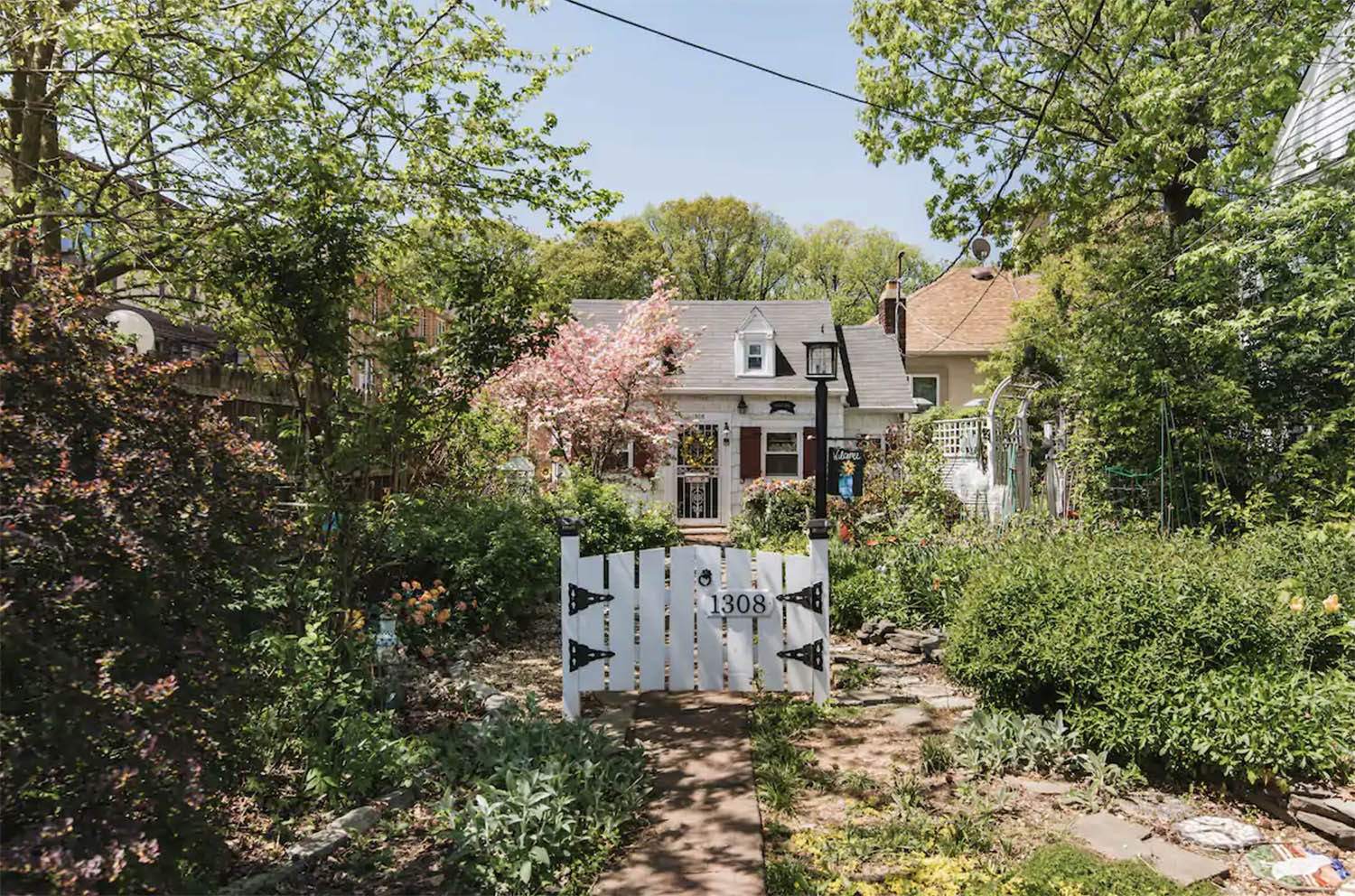 Sweet Pea Cottage New York City Airbnb