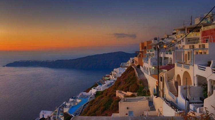 santorini things to do | walk from oi ato Fira views of whitewashed buildings