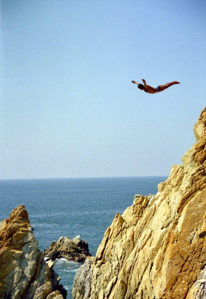 La Quebrada Cliff Divers in Acapulco by Ken Eckert via Wikipedia CC