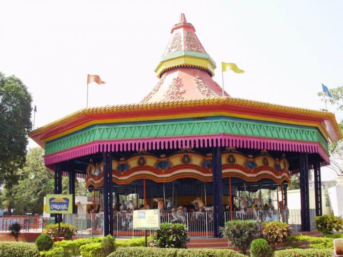 The carousel ride in Nicco park by Rakeshnandi1990 via Wikipedia CC