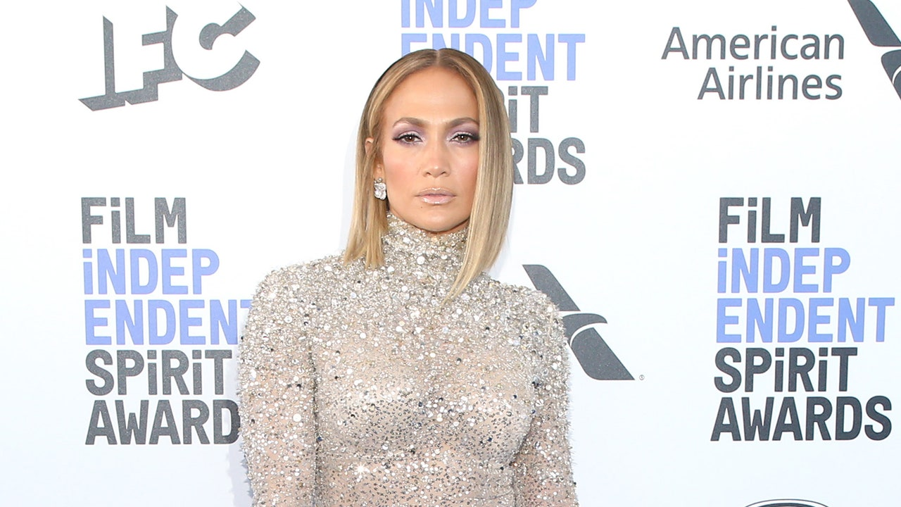 This $40 Highlighter Is Responsible for J.Lo's Gorgeous Glow